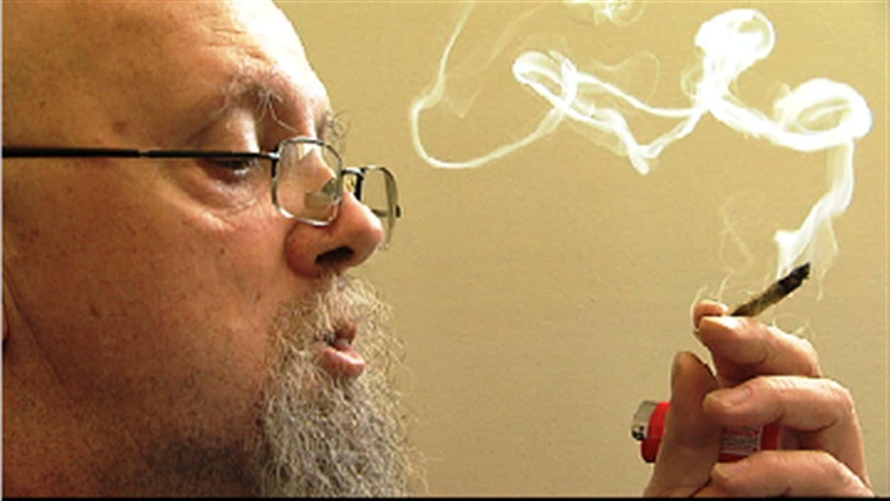 Michel Aubé est un des plus anciens patients autorisés à consommer de la marijuana thérapeutique au Canada.