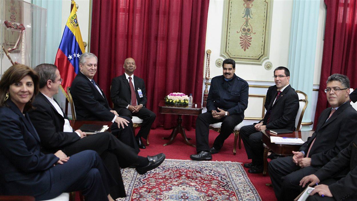 Les dirigeants de l'UNASUR réunis à Caracas, avec le président vénézuélien Nicolas Maduro