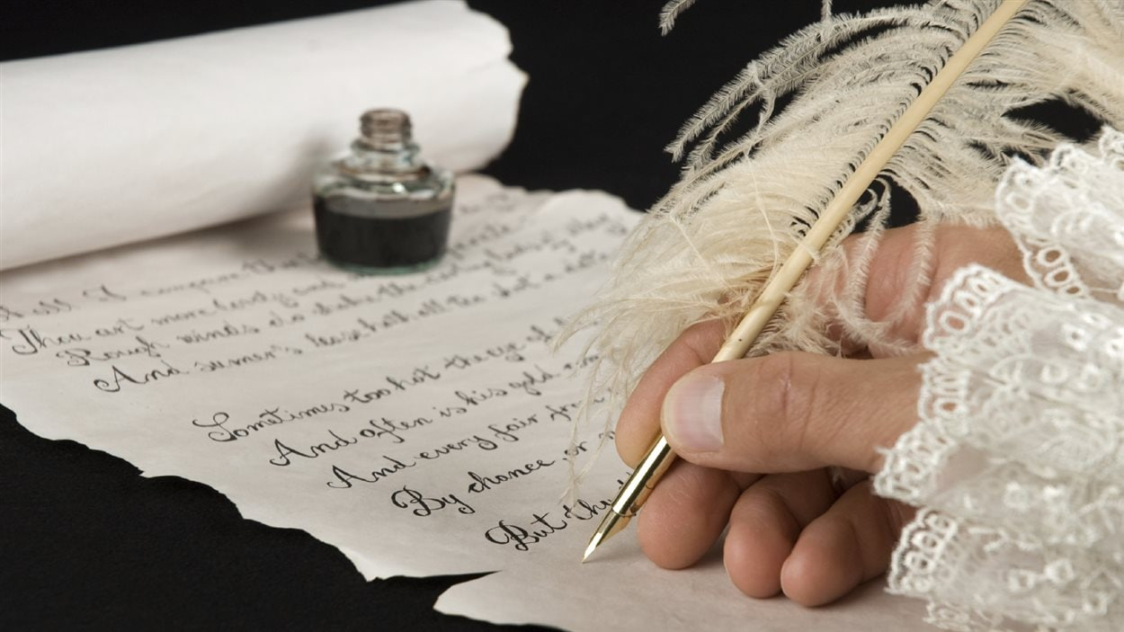 Écrire à la plume.
