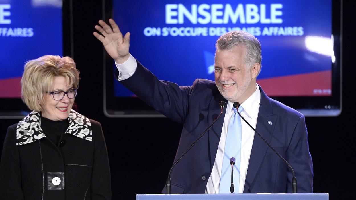 Le couple Couillard célèbre la victoire.