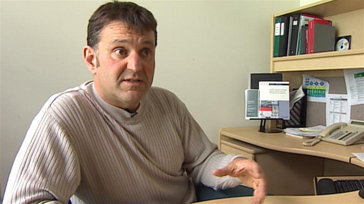 Le Dr Tim Hilderman, directeur du programme d'immunisation de la province.