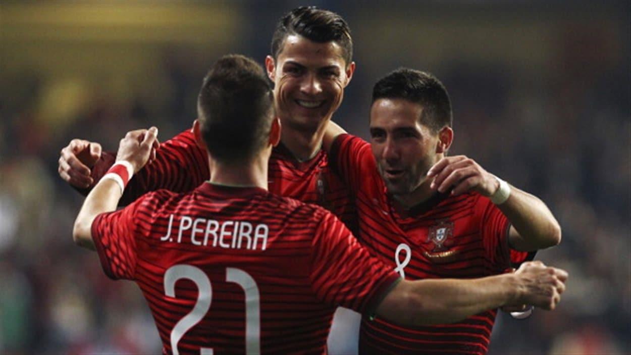 Ronaldo (centre) et ses coéquipiers
