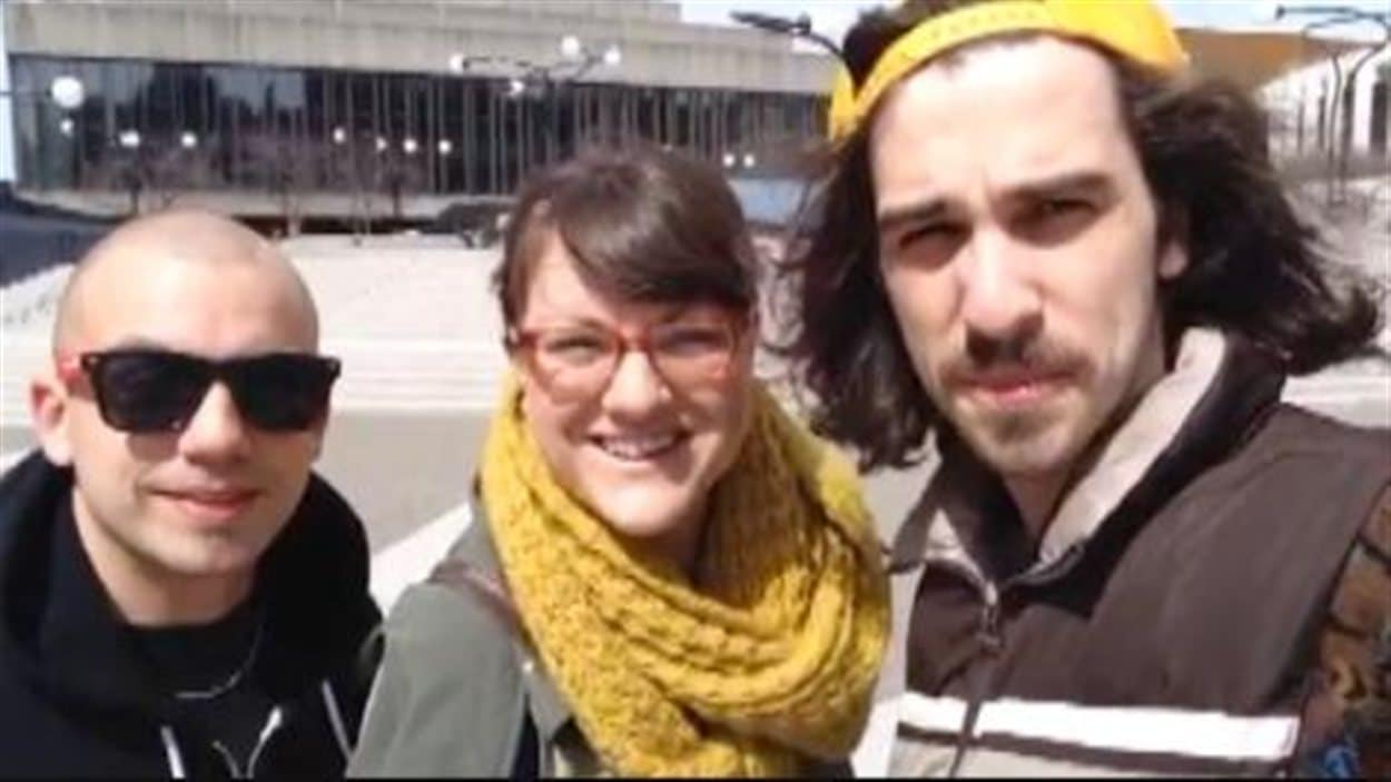 Le rappeur Shawn Jobin en compagnie de Véronique Poulin et Mario Lepage à Montréal.
