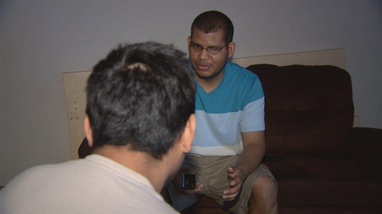 Jaime Montero habite avec d'autres employés de McDonald's venus de Belize. Ils disent s'être sentis forcés de vivre dans un appartement au-delà de leurs moyens et loin de leur travail.