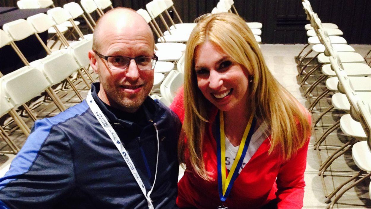 Heather Abbott et son medecin Andrew Crandell, chef du département de la réhabilitation des amputés au centre Spaulding a Boston. Il va lui aussi courir le marathon pour la première fois en 20 ans, et le fera en honneur à ses patients.