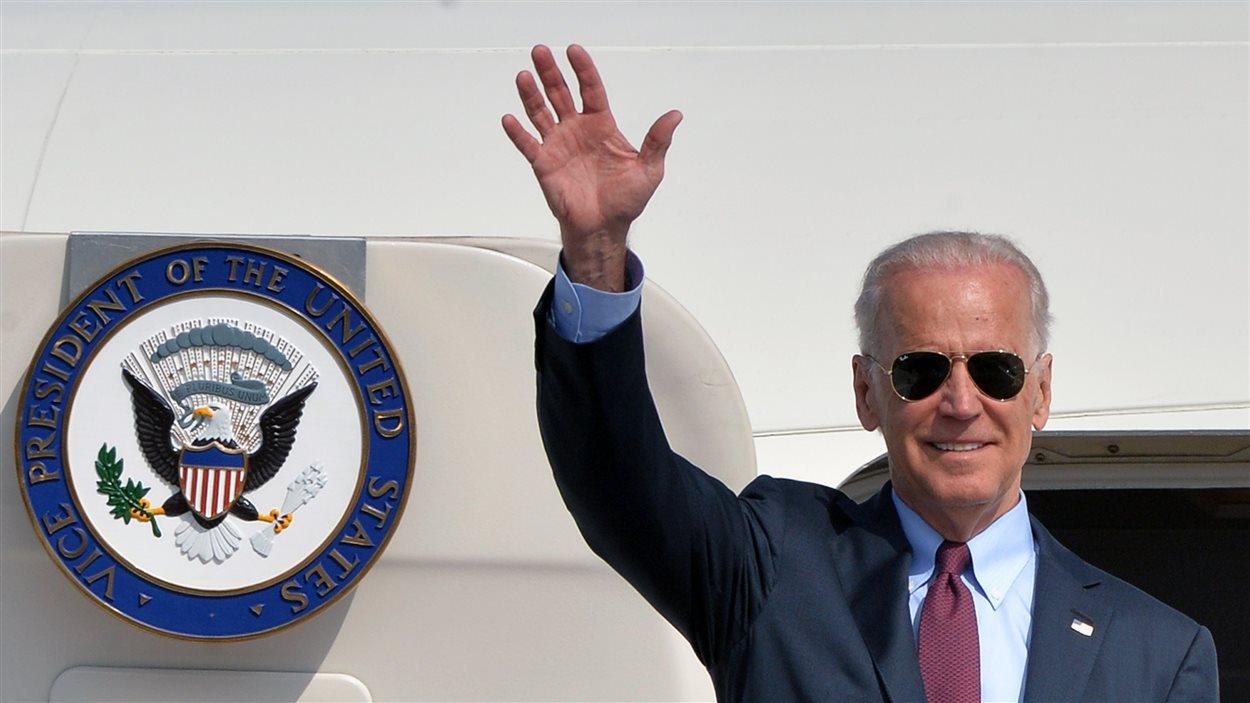 Le vice-président américain Joe Biden arrive à Kiev.