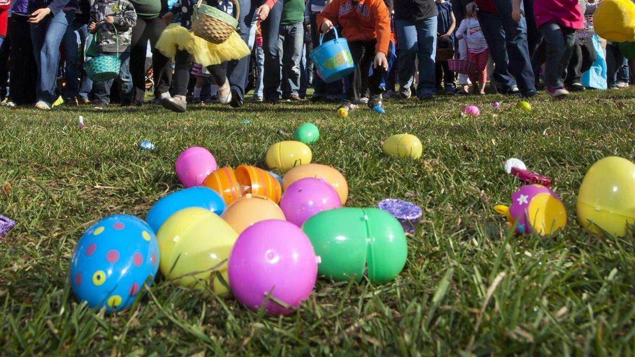 Une chasse aux oeufs de Pâques
