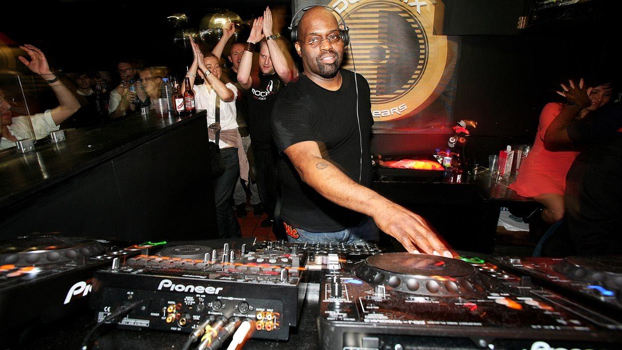 Le DJ Frankie Knuckles