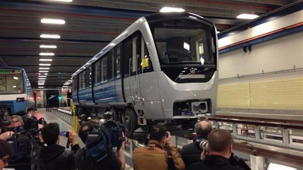 Une voiture neuve du métro de Montréal