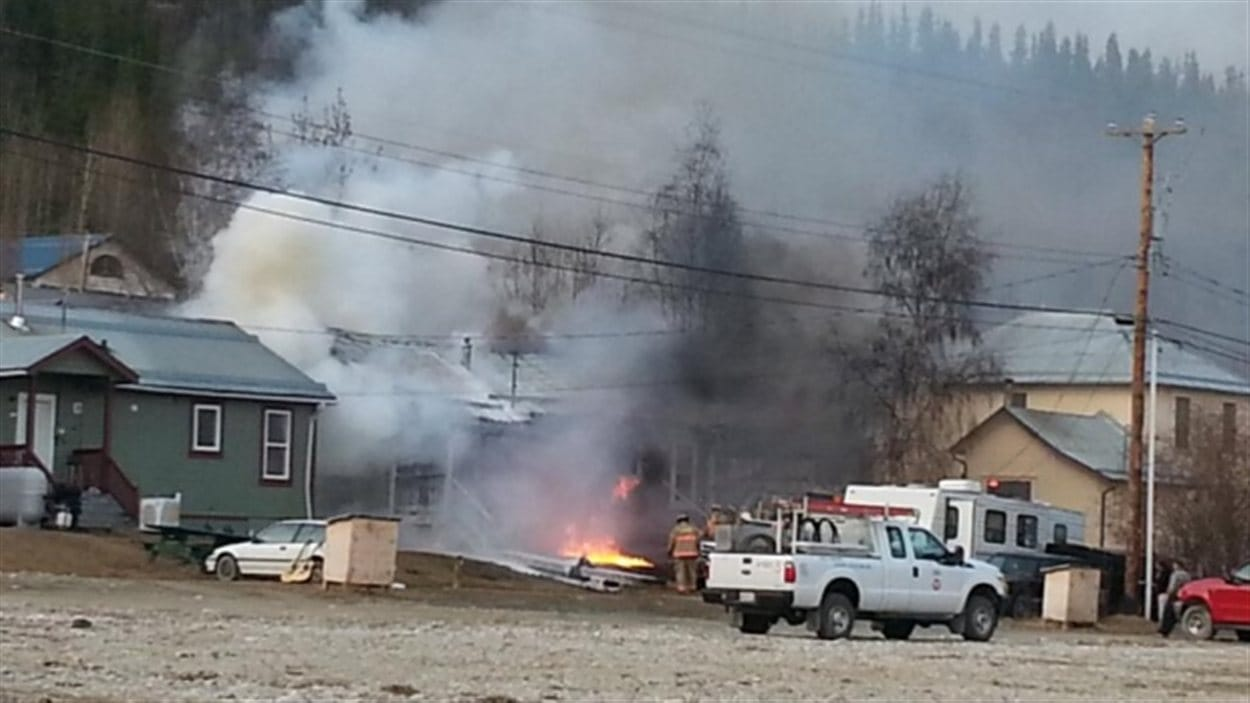 Une maison de la 7e Avenue à Dawson City a été détruite par les flammes mardi matin.