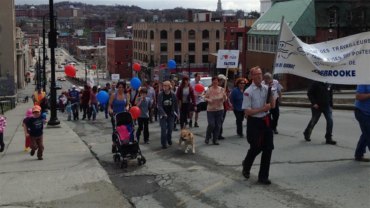 La manifestation à Sherbrooke a attiré près de 150 personnes.