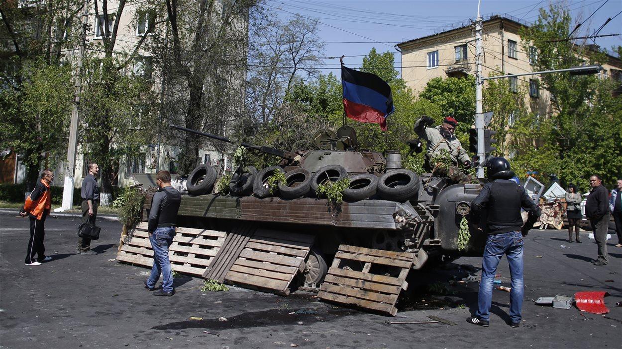 Le calme est revenu dans la ville portuaire de Marioupol, samedi, après des combats opposant les forces armées loyalistes ukrainiennes aux militants prorusses, vendredi, lors desquelles une vingtaine de militants sont morts.