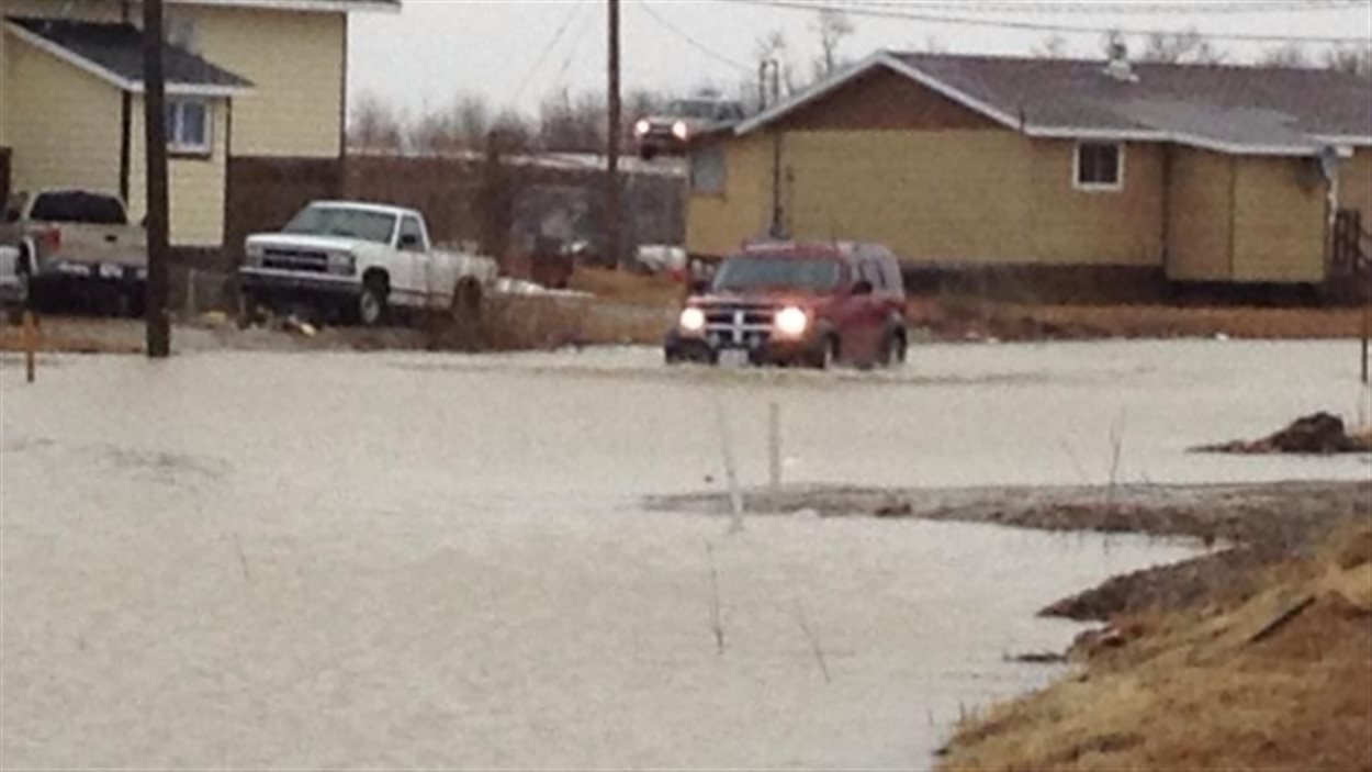 Toute la communauté de Kashechewan doit être évacuée en raison des inondations.