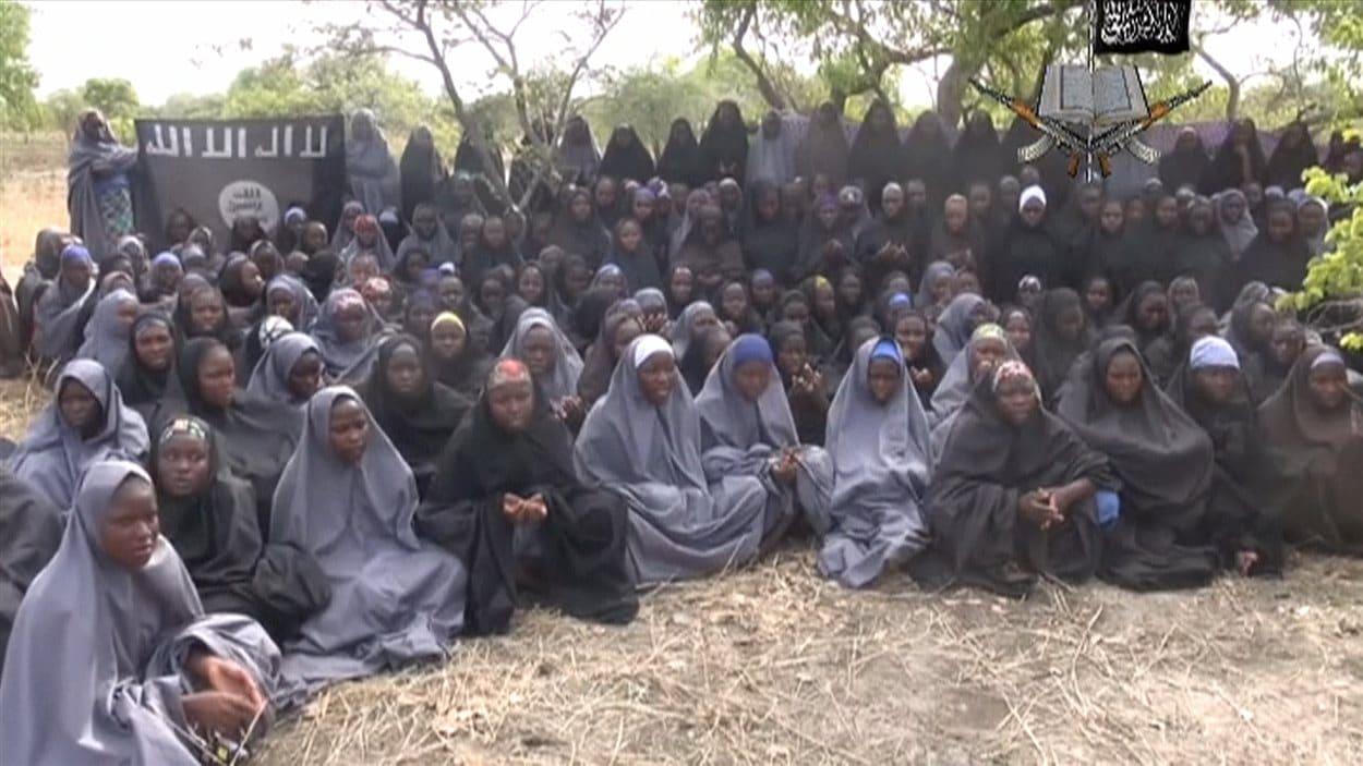 Un groupe d'adolescentes enlevées par Boko Haram et présumément convertie à l'islam telles qu'elles apparaissent sur la deuxième vidéo publiée par Boko Haram.