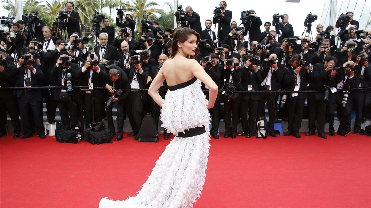 L'actrice française Laetitia Casta pose avant la cérémonie d'ouverture du Festival de Cannes 2014.