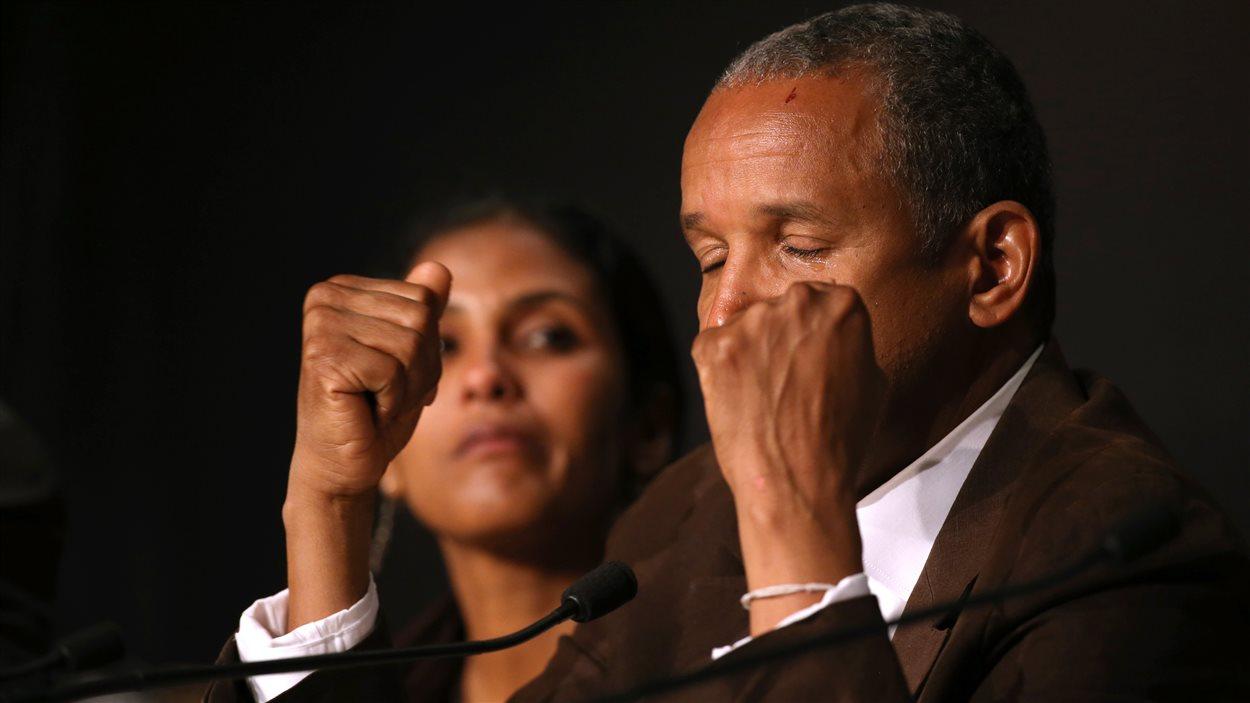 Le réalisateur Abderrahmane Sissako a été pris par l'émotion en conférence de presse, lors du Festival de Cannes - 15 mai 2014
