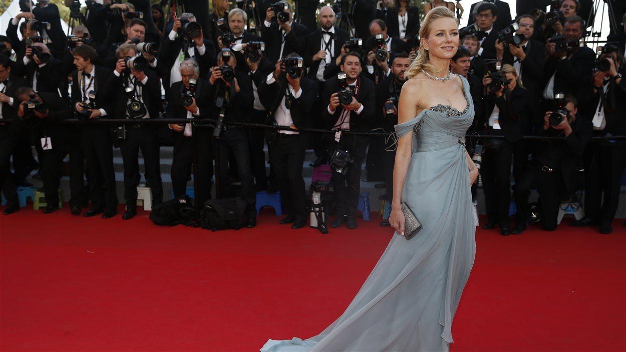 L'actrice Naomi Watts sur le tapis rouge à Cannes pour la projection de Dragons 2