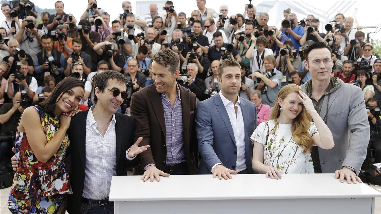 Lpour le film Captives : l'actrice Rosario Dawson, le réalisateur Atom Egoyan, les acteurs Ryan Reynolds, Scott Speedman, Mireille Enos et Kevin Durand