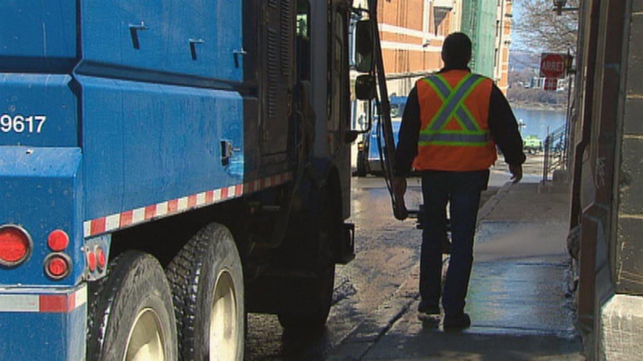 Les cols bleus de la Ville de Québec votent aujourd'hui.