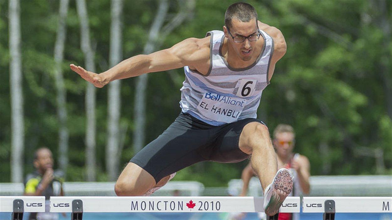Gabriel El Hanbli, aux Championnats canadiens 2013 à Moncton. L'athlète détient le record canadien du 400 mètres haies chez les juvéniles.