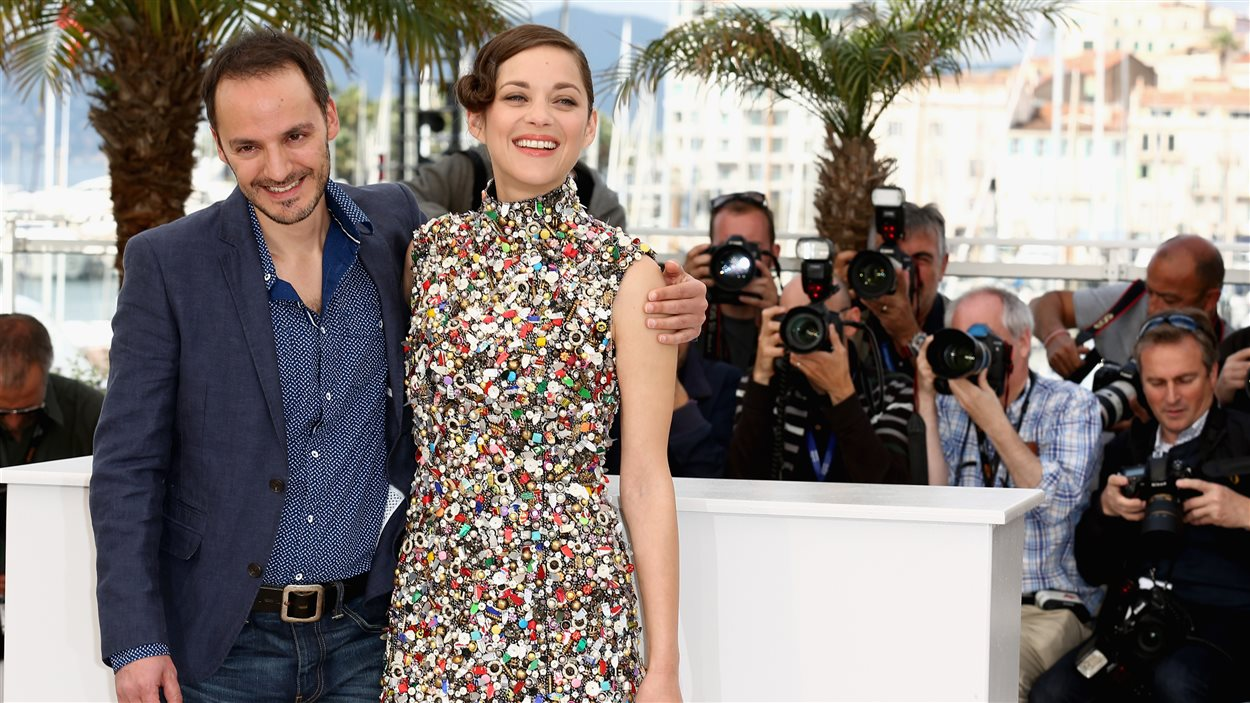 Fabrizio Rongione et Marion Cotillard posent pour les photographes à Cannes - 20 mai 2014