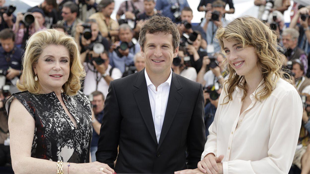 Catherine Deneuve, Guillaume Canet et Adel Haenel posent pour les photographes lors de la projection du film L'homme qu'on aimait trop