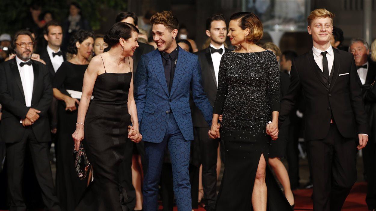 Anne Dorval, Xavier Dolan, Suzanne Clément et Antoine Olivier Pilon sur le tapis rouge à Cannes