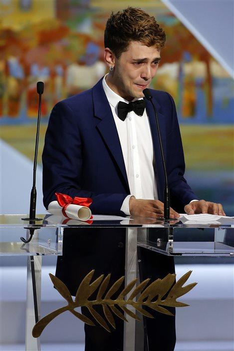 Xavier Dolan livre ses remerciements à Cannes.