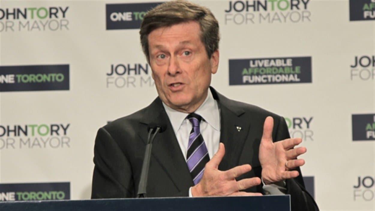 Le candidat à la mairie de Toronto John Tory projette l'investissement de 8G$ dans le transport en commun.