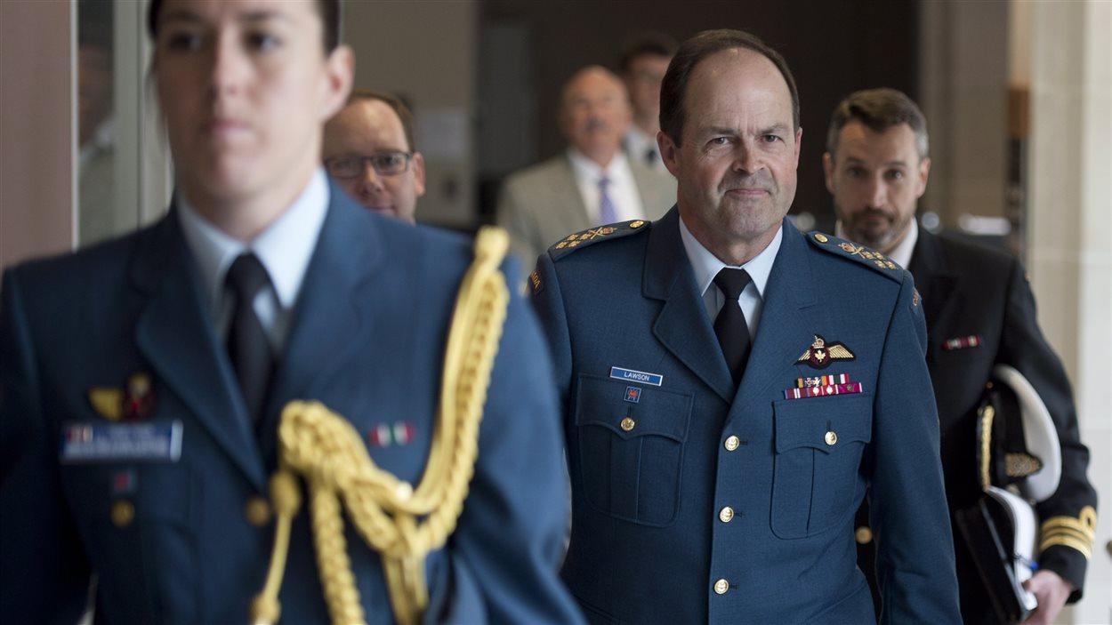 Le chef d'état-major Tom Lawson s'apprête à témoigner devant un comité des communes au sujet du problème des agressions sexuelles et du harcèlement au sein de l'armée canadienne.