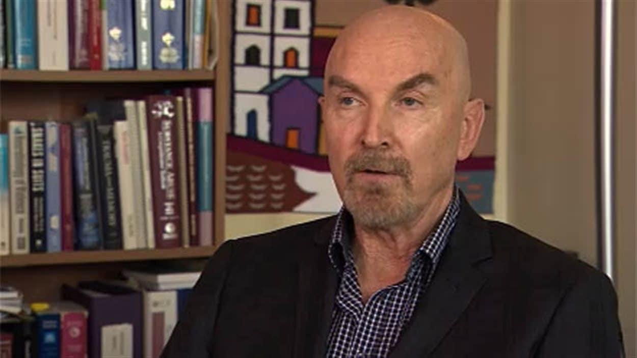 Le psychiatre Greg Passey accorde une entrevue à CBC en mai 2014.