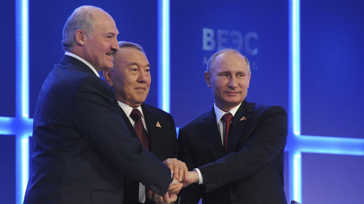 L'accord a été conclu jeudi à Astana. De gauche à droite, Alexandre Loukachenko, Noursoultan Nazarbaïev et Vladimir Poutine.