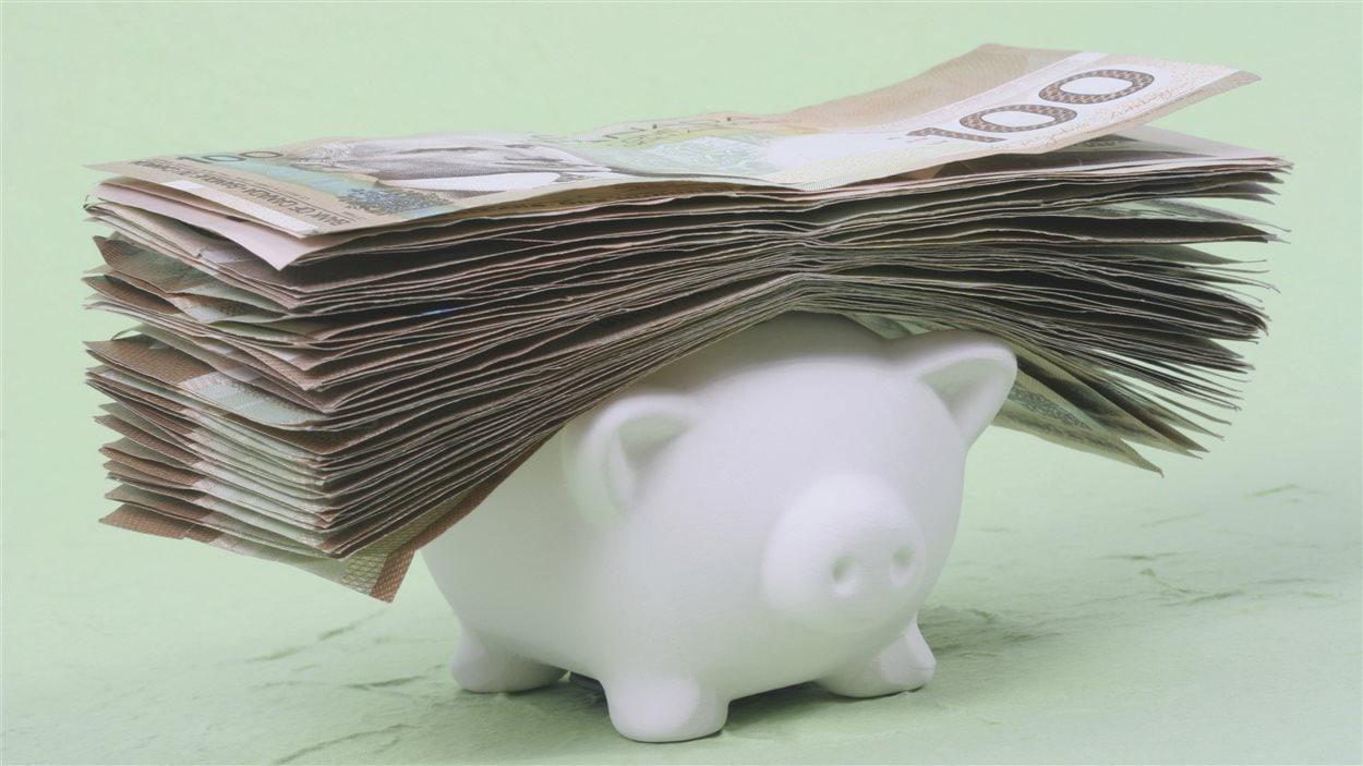 Pile de billets de banque canadien