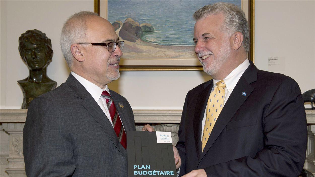 Le ministre Carlos Leitao et le premier ministre Philippe Couillard avant le dépôt du budget