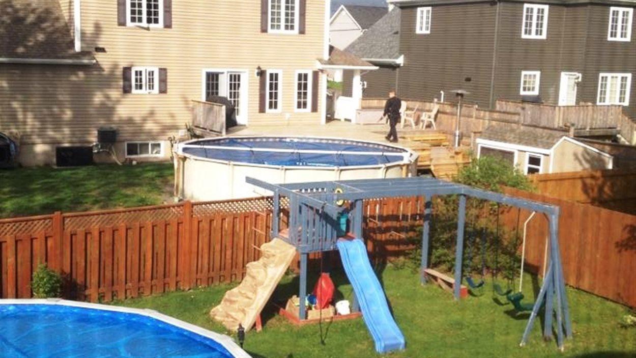 Les policiers dans le secteur résidentiel de Pinehurst à Moncton