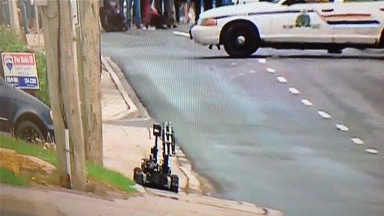 Un robot est utilisé pour cerner le suspect