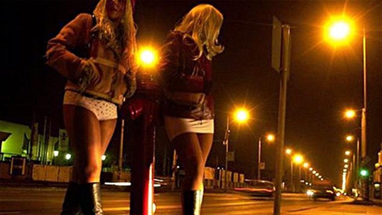 Prostituées dans la rue, la nuit