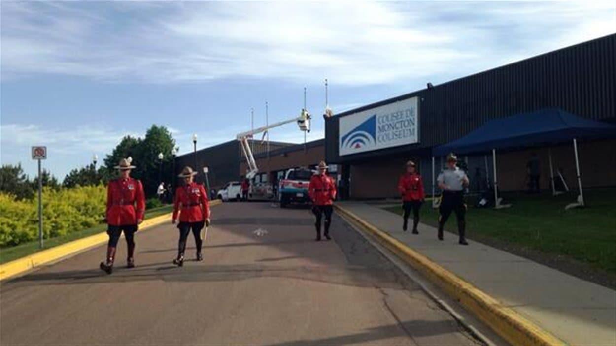 Les Préparatifs au Colisée de Moncton pour les funérailles des membres de la GRC décédés mercredi