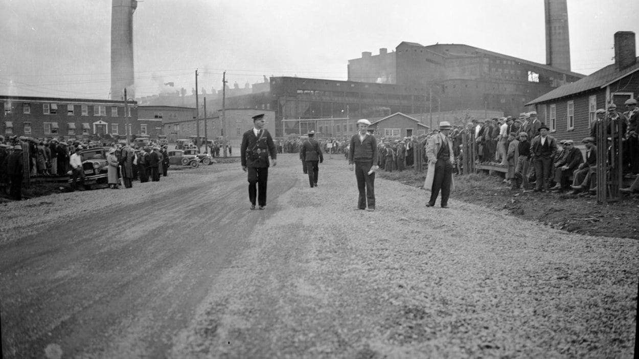La grève des «Fros», devant la mine Noranda, 1934
