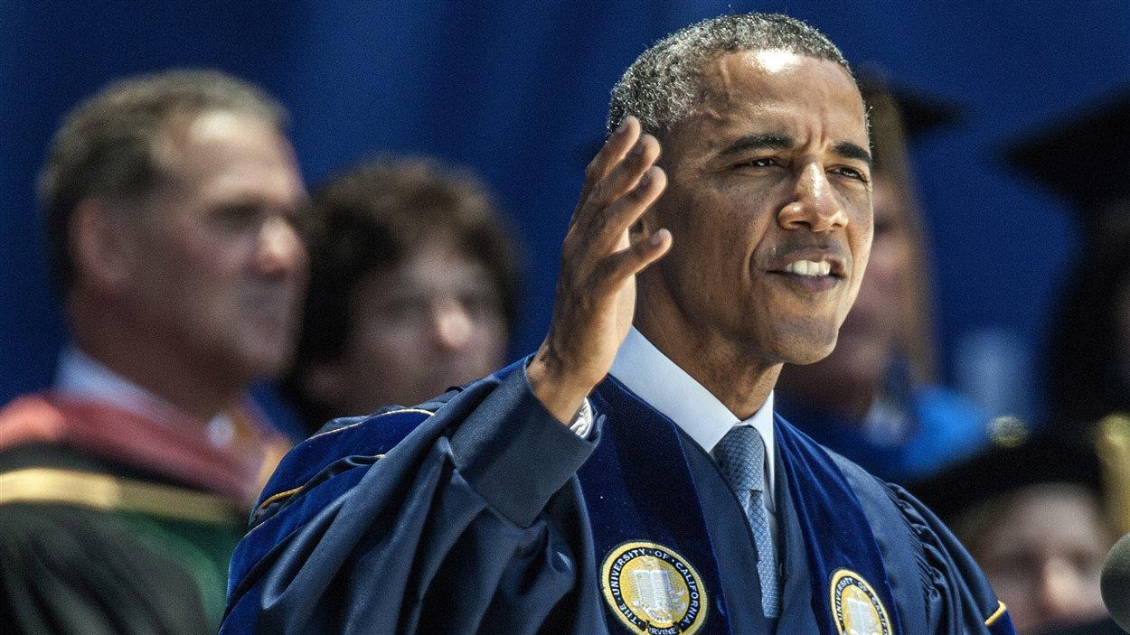 Le président américain Barack Obama s'adresse à de nouveaux diplômés de l'université de la Californie à Irvine.