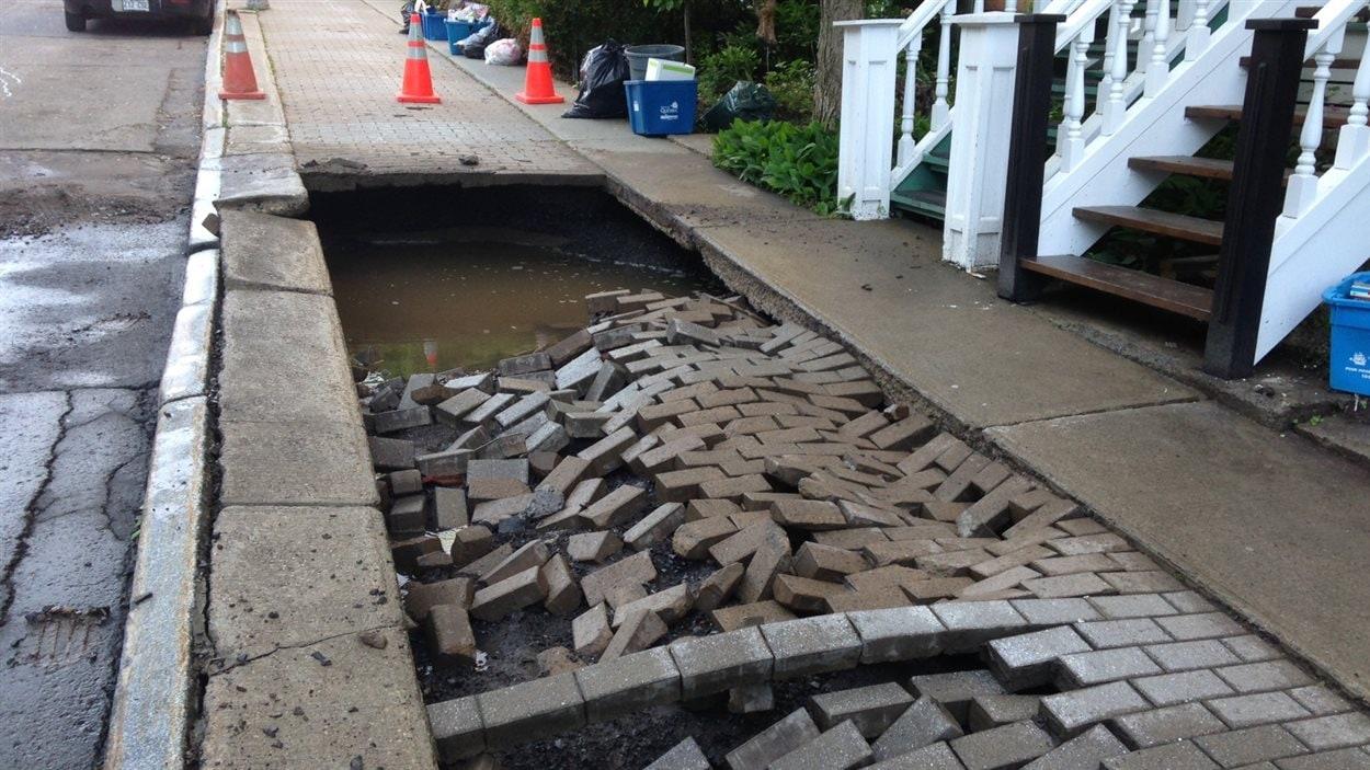 Les dommages causés par le bris d'aqueduc.