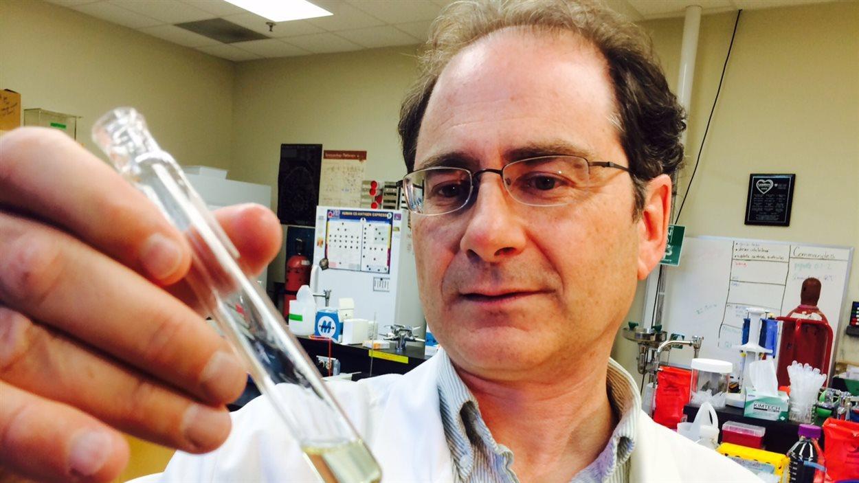 Marc Surette dans son laboratoire