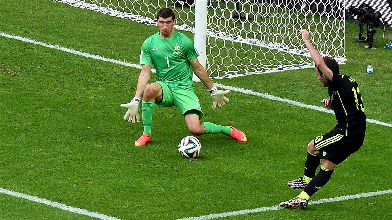 Juan Mata trouve l'ouverture. 3-0 Espagne!