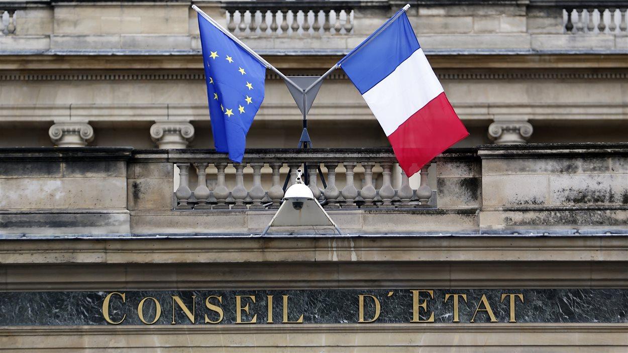 La façade du bâtiment où se trouve le Conseil d'État, à Paris. L'institution a pour mission de conseiller le gouvernement français et la plus haute des juridictions de l'ordre administratif.