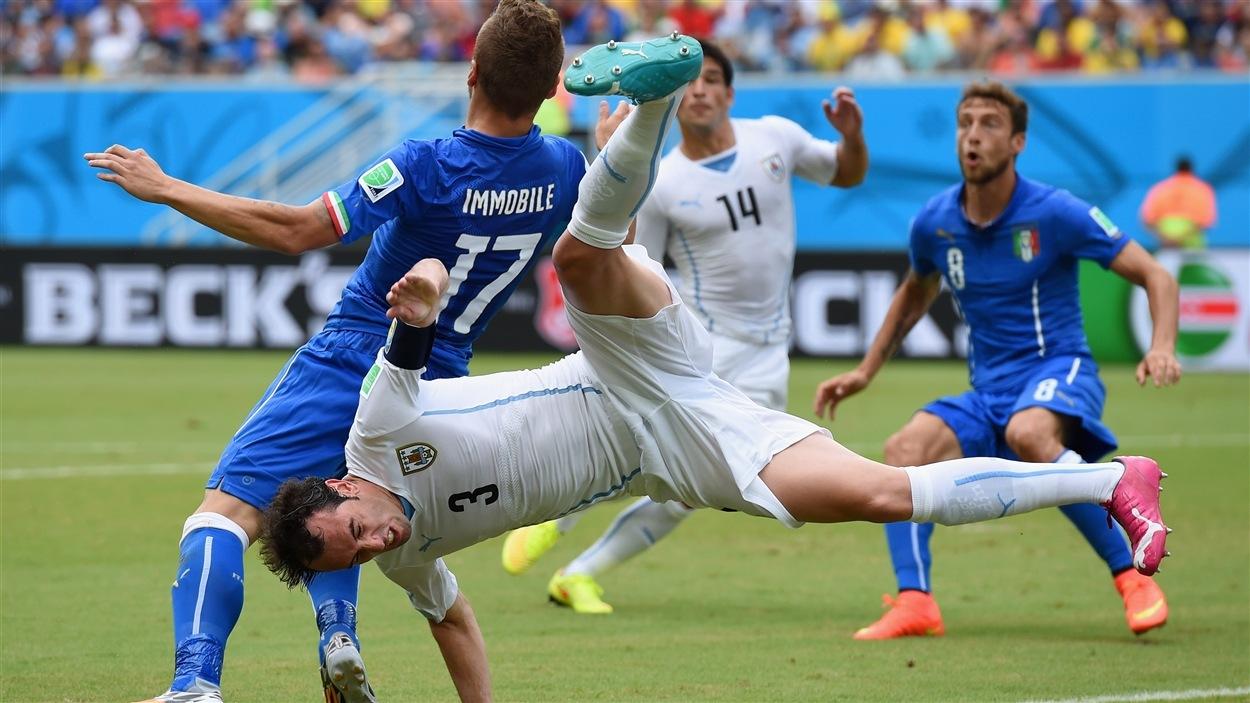 Pas toujours facile, la vie de joueur de soccer. Parlez-en à Diego Godin, de l'Uruguay.