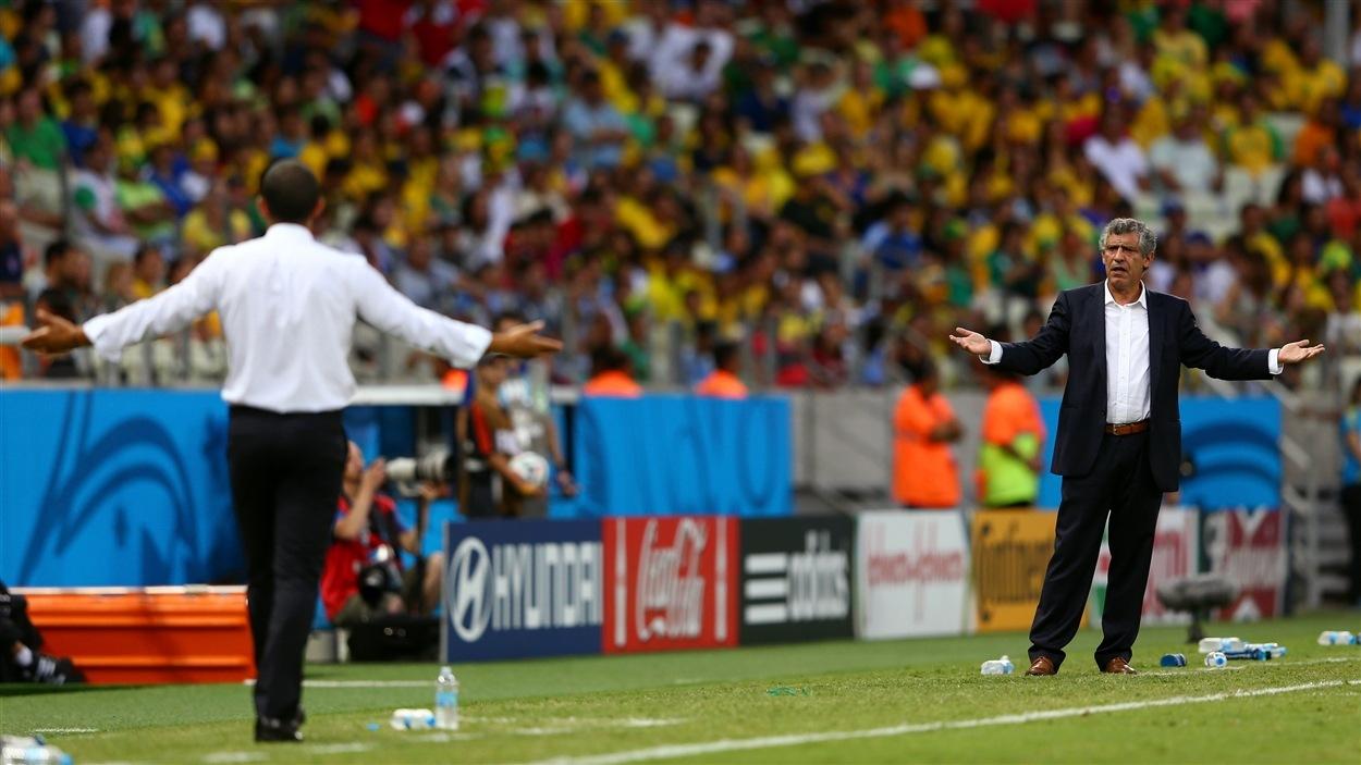 Les sélectionneurs Sabri Lamouchi, de la Côte d'Ivoire, et Fernando Santos, de la Grèce, semblent en désaccord.