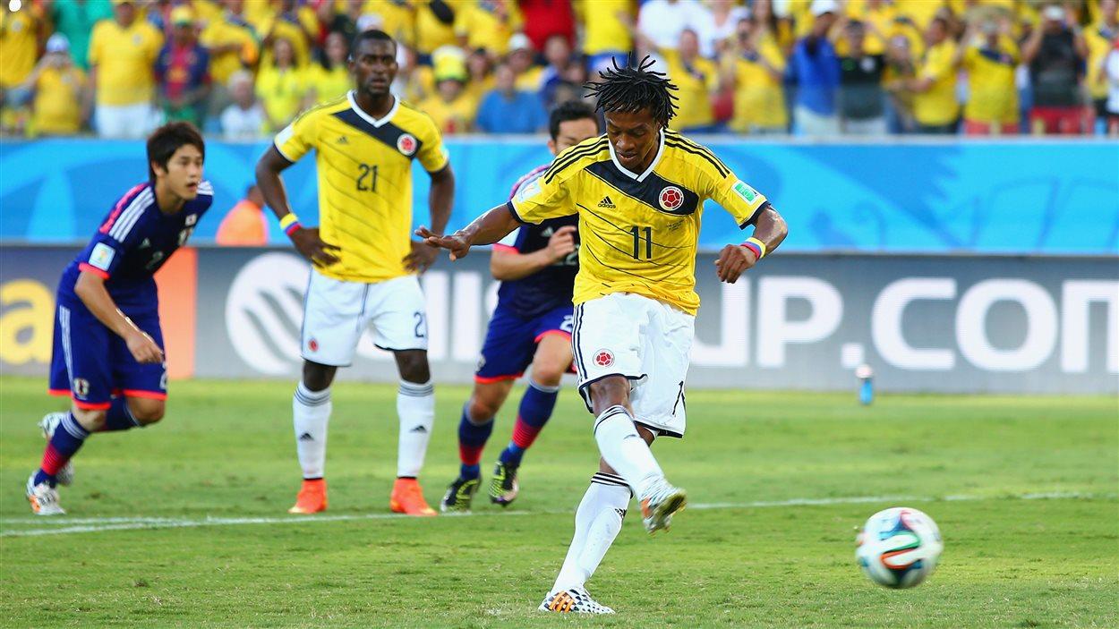 Le Colombien Juan Guillermo Cuadrado inscrit le premier but sur un tir de pénalité.
