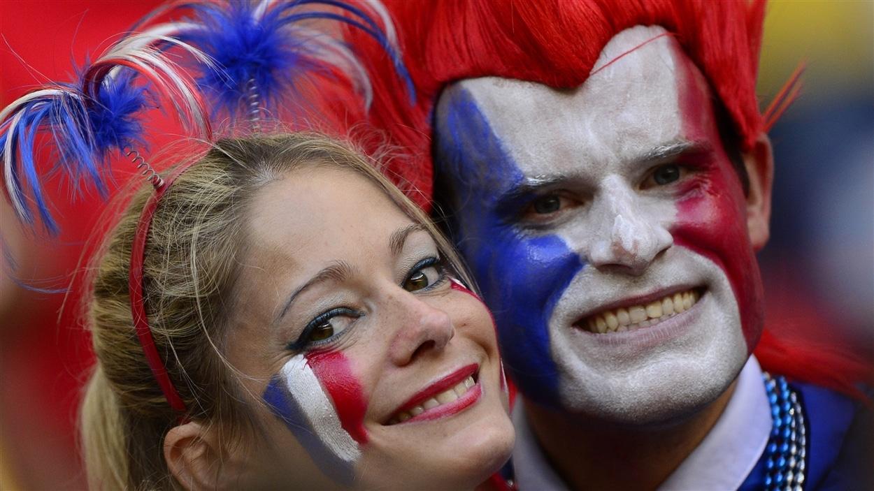 Souriants, les partisans français