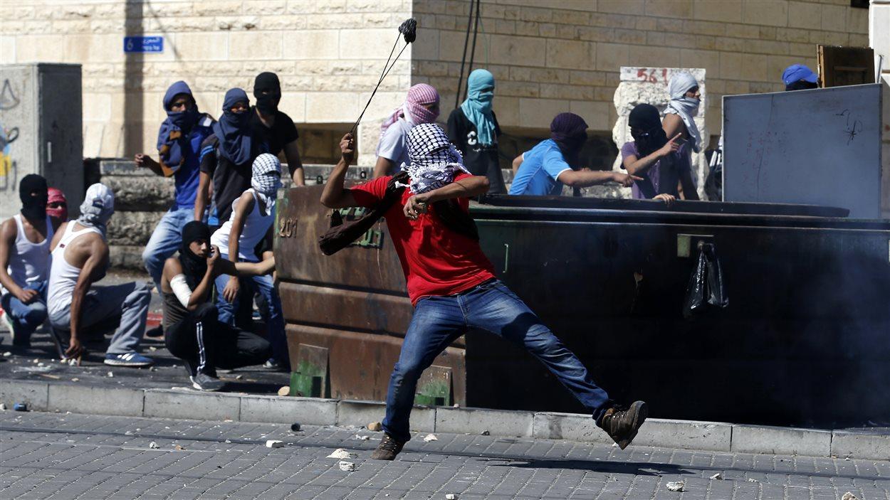 Affrontements entre des manifestants palestiniens et des policiers israéliens en banlieue de Jérusalem.