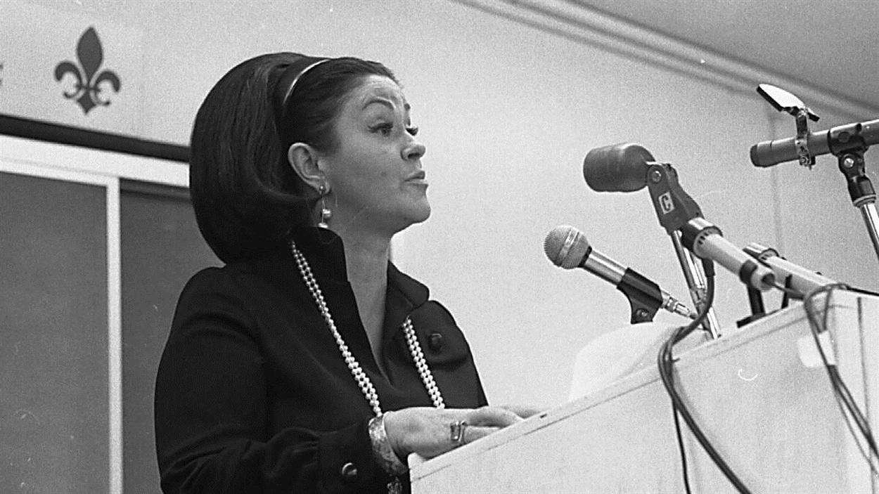 La ministre libérale Claire Kirkland-Casgrain lors de l'adoption de la loi 16, le 1er juillet 1964